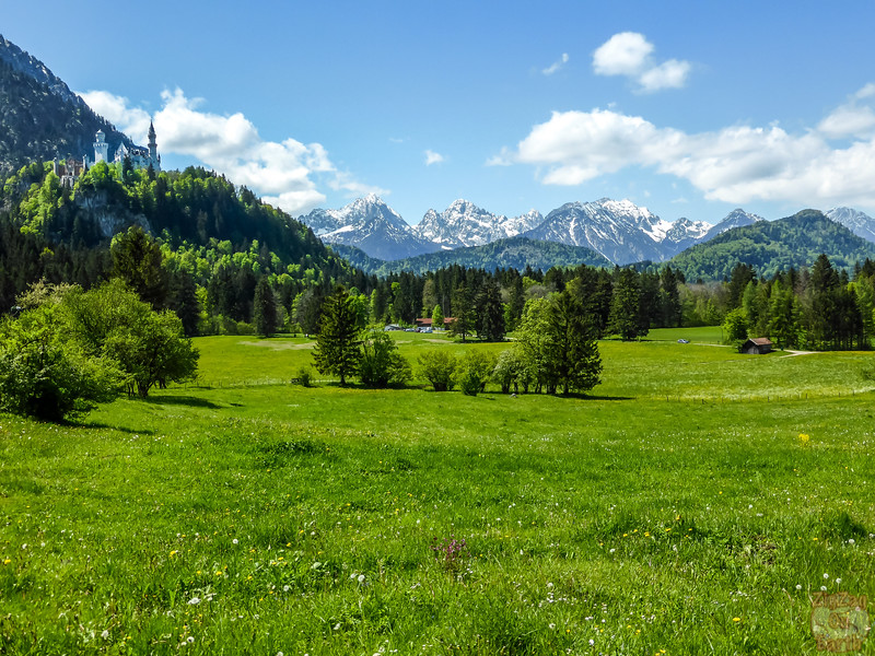 Best spots photograph Neuschwanstein: from path Tegelbergbahn to castle