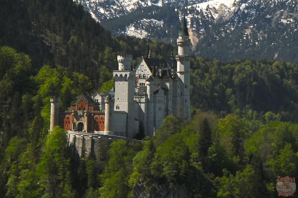 Best spots photograph Neuschwanstein: from Tegelbergbahn zoom