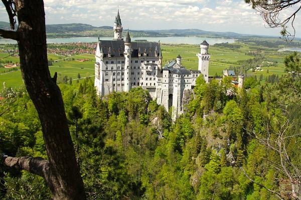 Best spots photograph Neuschwanstein: from above marienbrucke