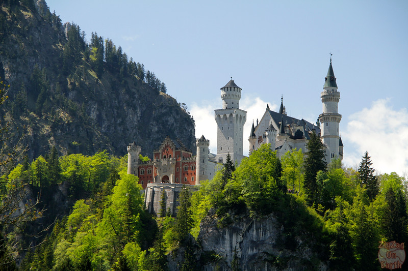 Best spots photograph Neuschwanstein: from path Tegelbergbahn to castle zoom