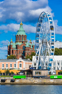 The Skywheel Helsinki with Uspenski Cathedral behind it.