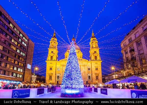 Europe - Hungary - Magyarország - Budapest - Capital City - UNESCO World Heritage Site - Traditional Christmas Winter Markets in front of St Stephen's Basilica - Szent István-bazilika - Roman Catholic basilica & Budapest's largest church which houses Hungary's most sacred relic