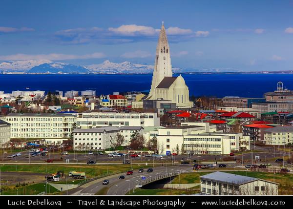 Iceland - Reykjavík - Perlan - View of central Reykjavik from Perlan showing the modern church of Hallgrimskirkja