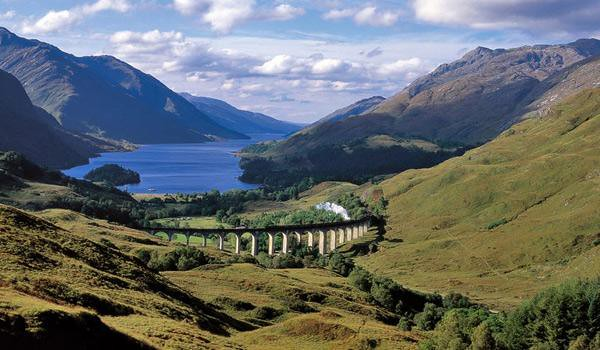 Scotland - Internet photo - Glenfinnan viaduct.