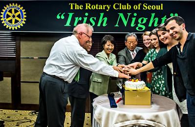 2014-03-19_Rotary_IrishNight_MusiciansRotariansCakeCutting-0092