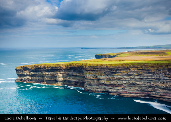 Europe - Ireland - Éire - Airlann - Airlan - County Mayo - Downpatrick Head - High cliffs area along the shore of Atlantic Ocean - Dun Briste and its impressive sea-stack