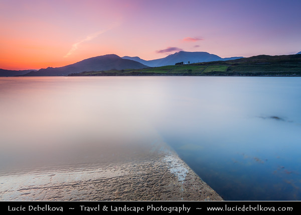 Europe - Ireland - Éire - Airlann - Airlan - County Galway - Connemara - Chonamara - Area with scenic mountains, expanses of bogs, heaths, grasslands, woodlands and rugged Atlantic coastline