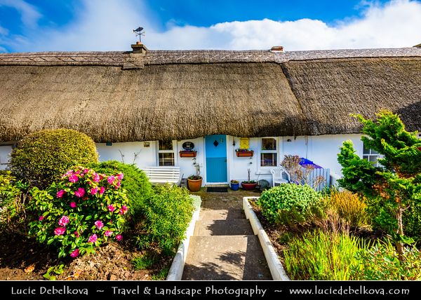 Europe - Ireland - Éire - Airlann - Airlan - County Waterford - Dunmore East - An Dún Mór Thoir - Popular tourist & fishing village situated on west side of Waterford Harbour on Ireland's southeastern coast - Traditional thatched roof cottages