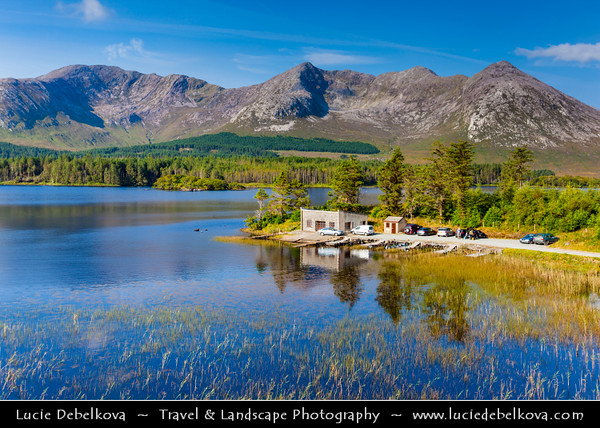 Europe - Ireland - Éire - Airlann - Airlan - County Galway - Connemara National Park - Páirc Naisiúnta Chonamara - Lough Inagh Lake, well-known fishing lake in glaciated Inagh Valley looking towards Twelve Bens - Twelve Pins - Na Beanna Beola - Mountain range of sharp-peaked quartzite ranges