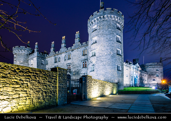 Europe - Ireland - Éire - Airlann - Airlan - Kilkenny - Kilkenny Castle - Caisleán Chill Chainnigh - Historical Kilkenny Castle overlooks River Nore & guarded this important river crossing for more than 900 years
