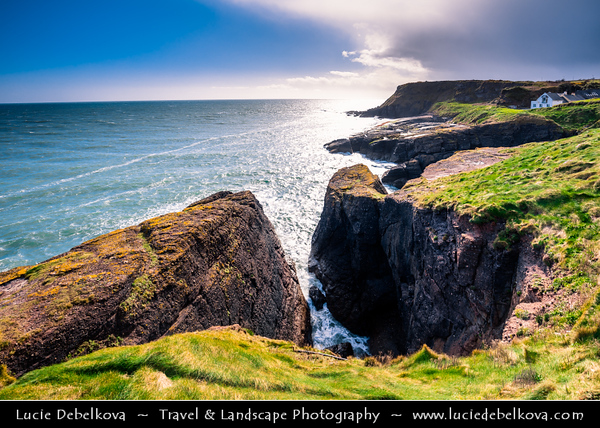 Europe - Ireland - Éire - Airlann - Airlan - County Waterford - Dunmore - Dunmore Coastal Path - Picturesque rocky coast along Atlantic Ocean
