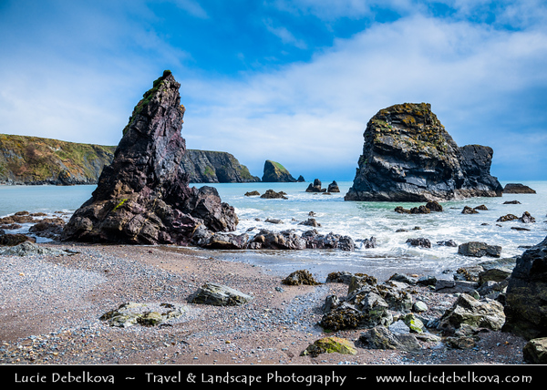 Europe - Ireland - Éire - Airlann - Airlan - County Waterford - Copper Coast UNESCO Global Geopark - Kilfarrasy Beach - Dramatic rocky coast along Atlantic Ocean