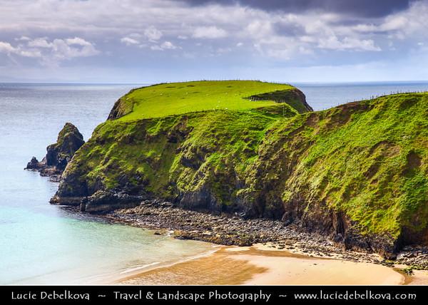 Europe - Ireland - Éire - Donegal County - Dramatic Coastline o