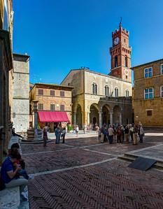 Central Plaza, Palazzo Comunale