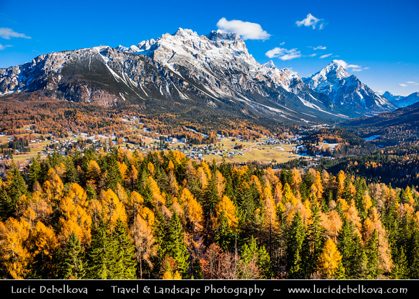 Europe - Italy - Italia - Alps - Dolomites - Dolomiti - Province of Belluno - Cortina d'Ampezzo - Area of Alpine town in heart of southern Dolomitic Alps - Winter time with snow cover