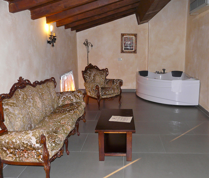 Boomer travel - romantic getaways - On a Italy vacation, save time for a romantic getaway at La Tavola Rotonda. It's a real Italian castle.