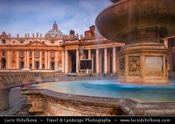 Europe - Italy - Italia - Rome - Roma - Vatican City - Vaticano - Piazza San Pietro - St. Peter's Square - Large plaza located directly in front of St. Peter's Basilica, papal enclave inside Rome