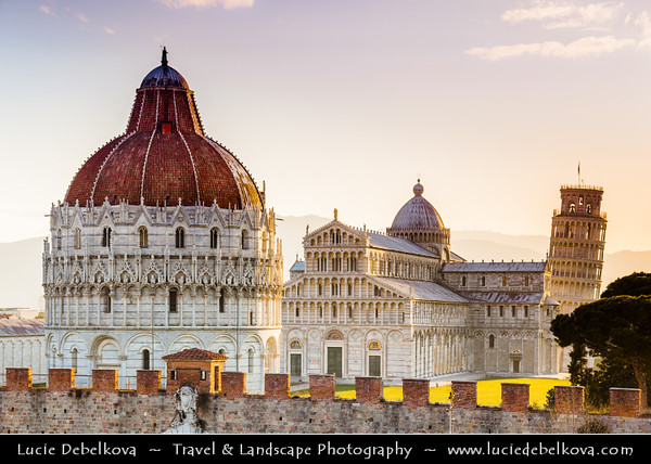 Italy - Tuscany - Toscana - Pisa - Piazza dei Miracoli - Baptistery, Duomo and Leaning Tower - Torre Pendente - UNESCO World Heritage Site - Sunrise