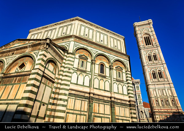 Italy - Tuscany - Toscana - Florence - Firenze - UNESCO World Heritage Site - Famous for its history - Centre of medieval European trade & finance & one of the wealthiest cities of the time - Birthplace of the Renaissance - Cattedrale di Santa Maria del Fiore