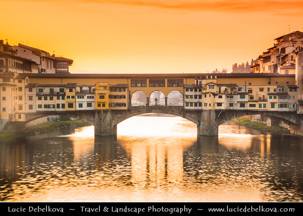 Italy - Tuscany - Toscana - Florence - Firenze - UNESCO World Heritage Site - Famous for its history - Centre of medieval European trade & finance & one of the wealthiest cities of the time - Birthplace of the Renaissance - Ponte Vecchio - Old Bridge & River Arno