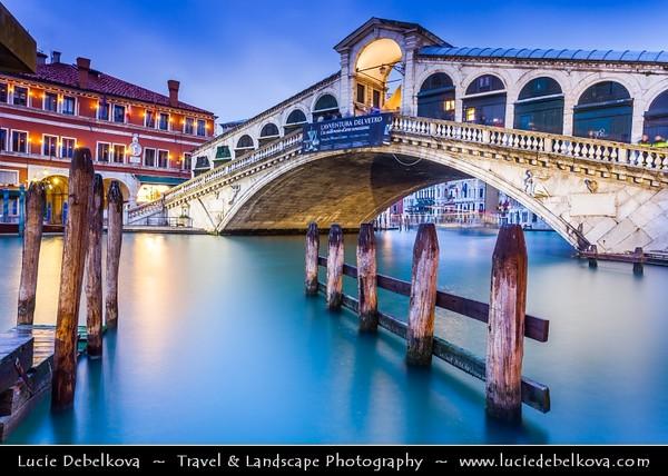 Europe - Italy - Italia - Veneto - Venice - Venezia - UNESCO World Heritage Site - Grand Canal - Canal Grande - Canałasso - One of the major water-traffic corridors in the city & Rialto Bridge - Ponte di Rialto - One of the four bridges spanning the Grand Canal - The oldest bridge across the canal
