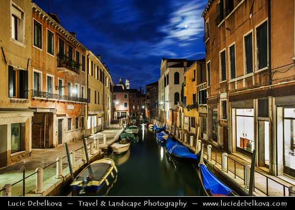 Europe - Italy - Italia - Veneto - Venice - Venezia - UNESCO World Heritage Site - Grand Canal - Canal Grande - Canałasso - One of the major water-traffic corridors in the city