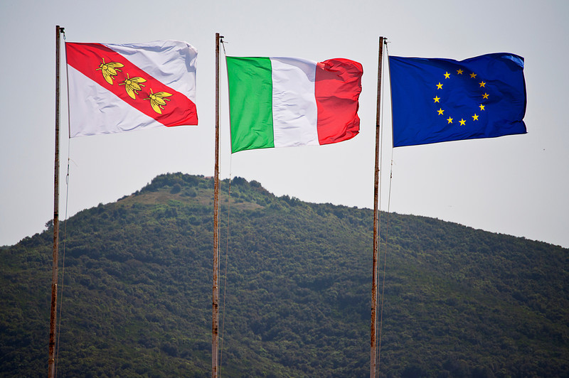 The flag of Elba reference Napoleon's sojourn with his emblematic bees -- symbol of immortality and resurrection -- the oldest symbol of sovereignty in France, dating to 457.