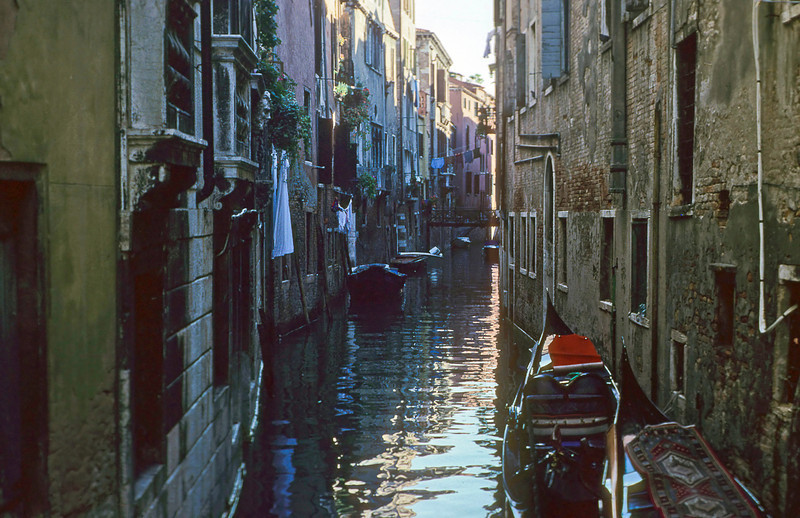 Another side canal