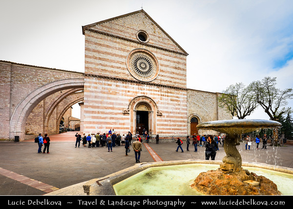 Europe - Italy - Italia - Umbria Region - Province of Perugia - Assisi - Historical town and birthplace of St. Francis, founder of Franciscan religious order in 1208 & St. Clare (Chiara d'Offreducci), founder of the Poor Sisters - Order of Poor Clares - Basilica of Saint Clare - Basilica di Santa Chiara
