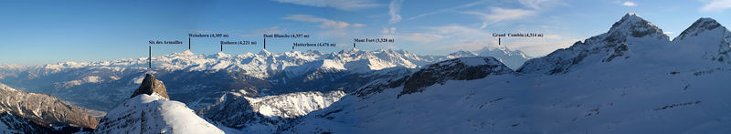 AMAZING ... And behind the peaks to the right, we spotted the Mont Blanc (4,807 m).