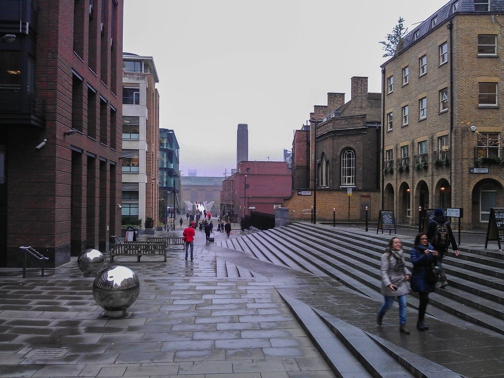 Walking to the Millennium Bridge