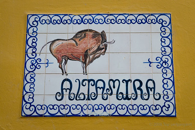 A ceramic plaque in the Santa Cruz district in Sevilla
