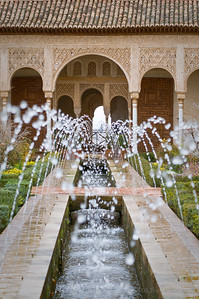 Fountains and flowing water in the Palacio de Generalife in the Alhambra