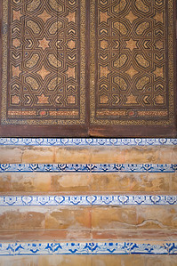 Tiled steps lead to an ornate door in the Alcázares Reales in Sevilla