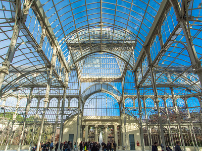 Inside the Palacio de Cristal was an auditory art installation echoing off the glass.