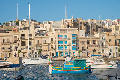Beautiful colours in the Kalkara marina on our walk to dinner