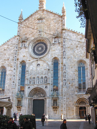 Front facade of the Duomo di COmo
