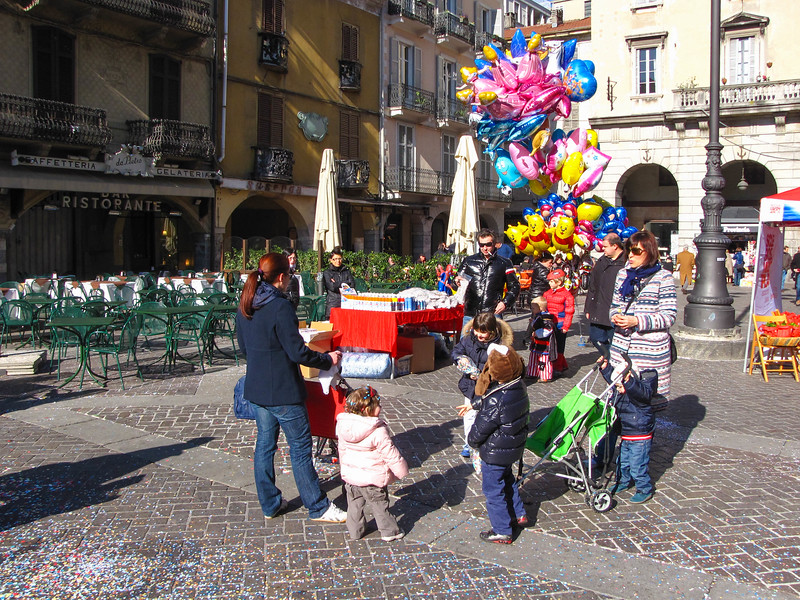 Carnival in front of the Duomo di Como