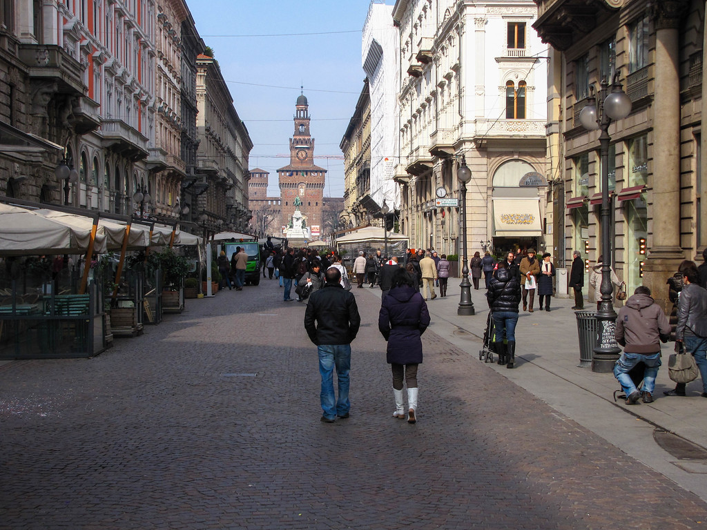View up Via Dante to the Castello Sforzesco