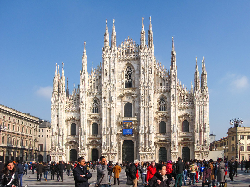 Front facade of the Duomo di Milano