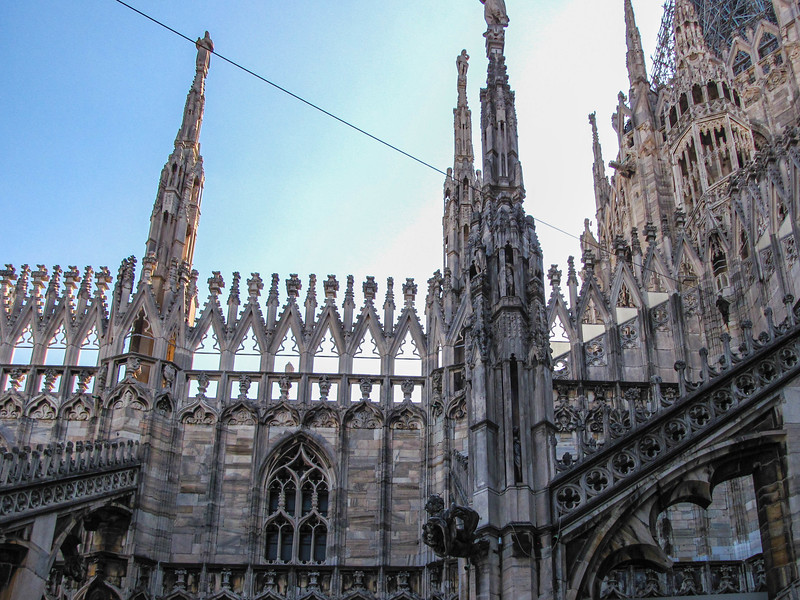 Walking around the rooftop teraces of the Duomo di Milano