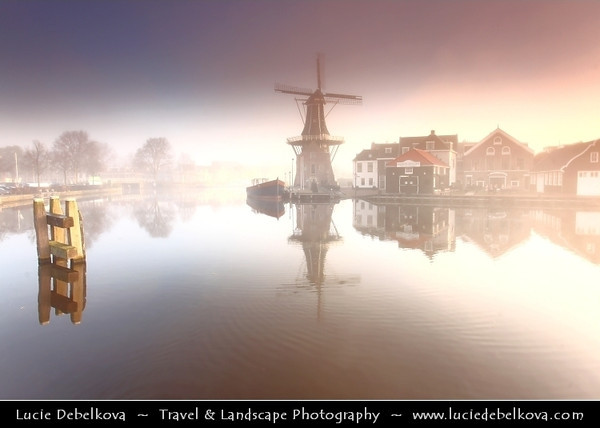 Netherlands - Haarlem - Historical center of the tulip bulb-growing district for centuries - Bloemenstad - Flower city - Foggy Sunrise at the Windmill De Adriaan on river Spaarne <br /> <br /> Camera Model: Canon EOS 5D Mark II; Lens: 17.00 - 40.00 mm; Focal length: 20.00 mm; Aperture: 5.6; Exposure time: 1/40 s; ISO: 100
