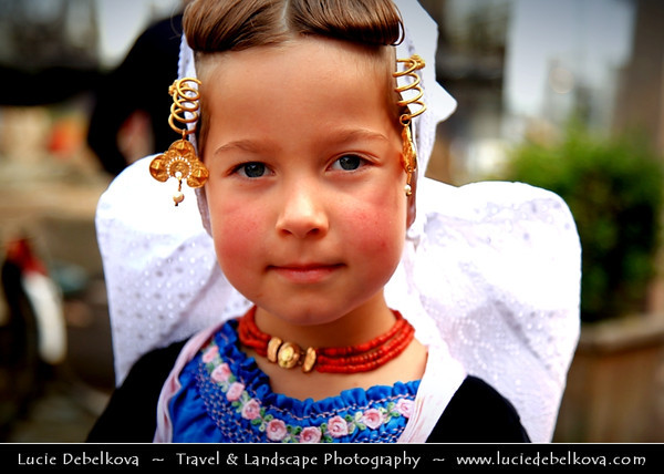 Europe - Netherlands - Nederland - Zeeland Province - Sea-land - Zealand - Veere - Small historical town located on the Veerse Meer on the island of Walcheren - People dressed in traditional dutch costume at Veere Traditional Historical Market