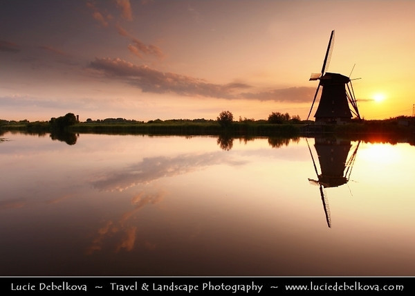 Netherlands - Kinderdijk - System of 19 windmills built around 1740 situated in a polder at the confluence of the Lek and Noord rivers - Largest concentration of old windmills in the Netherlands - UNESCO World Heritage Site <br /> <br /> Camera Model: Canon EOS 5D Mark II; Lens: 17.00 - 40.00 mm; Focal length: 22.00 mm; Aperture: 7.1; Exposure time: 1/100 s; ISO: 250