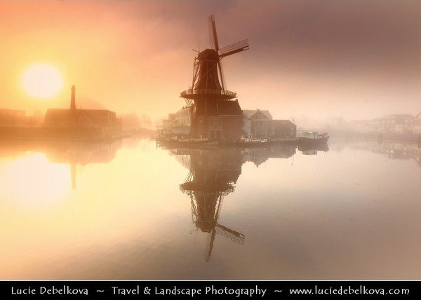 Netherlands - Haarlem - Historical center of the tulip bulb-growing district for centuries - Bloemenstad - Flower city - Foggy Sunrise at the Windmill De Adriaan on river Spaarne <br /> <br /> Camera Model: Canon EOS 5D Mark II; Lens: 17.00 - 40.00 mm; Focal length: 22.00 mm; Aperture: 6.3; Exposure time: 1/50 s; ISO: 100