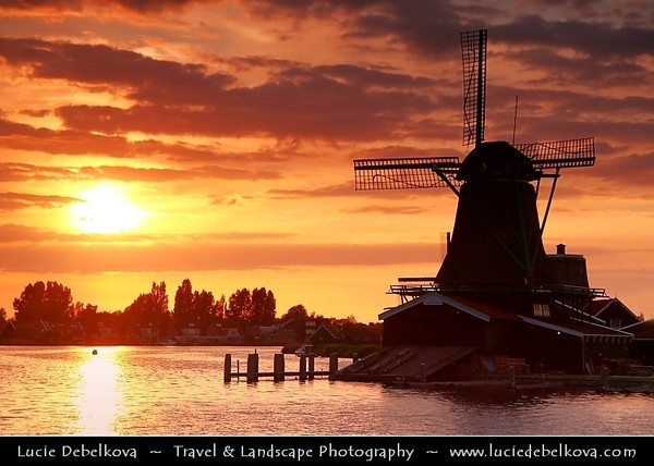 Netherlands - Zaandam - Zaanse Schans - Open air museum - Dutch village with wooden houses & windmills dating from the 17th and 18th centuries <br /> <br /> Camera Model: Canon EOS 5D Mark II; Lens: 28.00 - 300.00 mm; Focal length: 109.00 mm; Aperture: 6.3; Exposure time: 1/160 s; ISO: 320