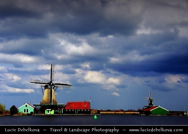 Netherlands - Zaandam - Zaanse Schans - Open air museum - Dutch village with wooden houses & windmills dating from the 17th and 18th centuries <br /> <br /> Camera Model: PENTAX K20D        ; ; Focal length: 47.50 mm; Aperture: 9.5; Exposure time: 1/350 s; ISO: 100