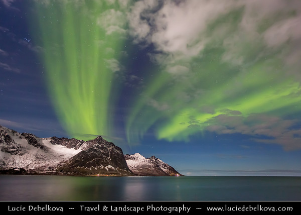 Europe - Scandinavia - Norway - North of the Arctic Circle - Troms county - Senja - Norway's second biggest island - Devil's Jaw - Oskornan mountains taken from the beach of Tungeneset under fresh cover of snow during winter time with Aurora borealis - Northern light - Produced by solar wind particles guided by Earth's field lines to the top of the atmosphere