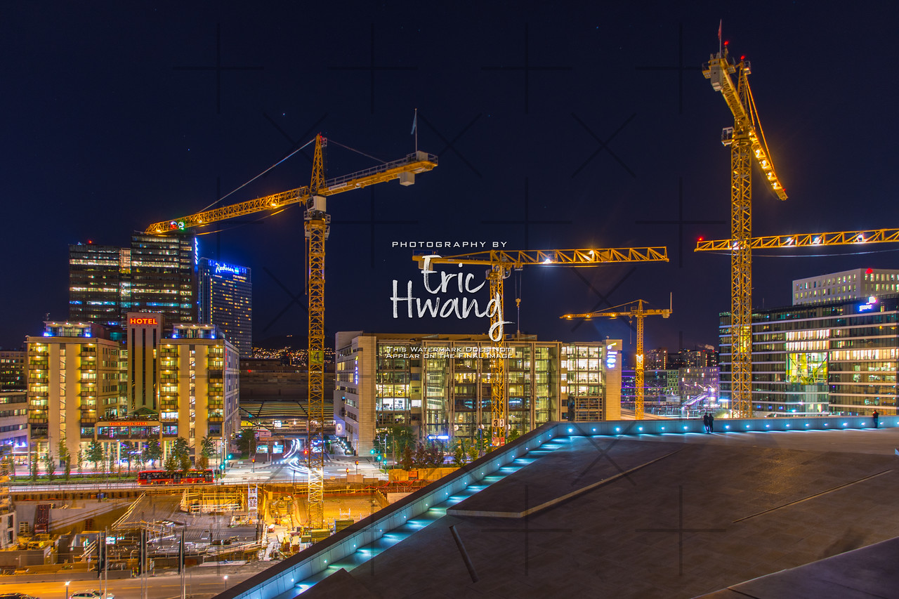 Building cranes in downtown