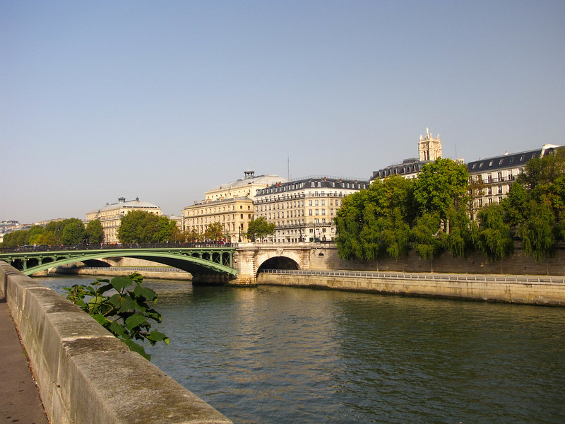 Crossing over the Seine to the Ile de la Cité.